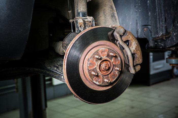 Замена задних тормозных колодок и дисков на KIA Ceed, 2012