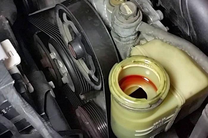 Замена жидкости ГУР на  Mazda 3, 2018