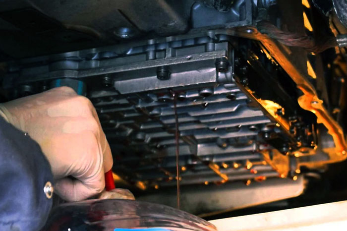 Замена масла АКПП со снятием поддона и заменой фильтра на Audi Q3, 2011